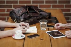 people-apple-iphone-writing (2)